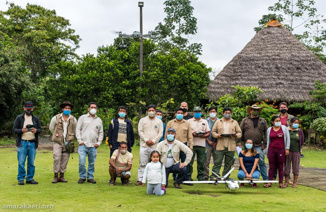 La entrega de los equipos se realizó en la comunidad nativa Queros, aprovechando los ejercicios en campo de sobrevuelos